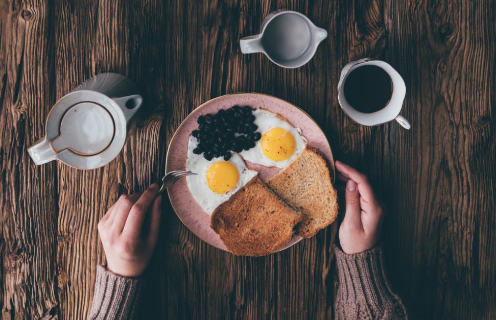desayuno, breakfast, huevos, pan, cafe, leche, nutricion, peso ideal