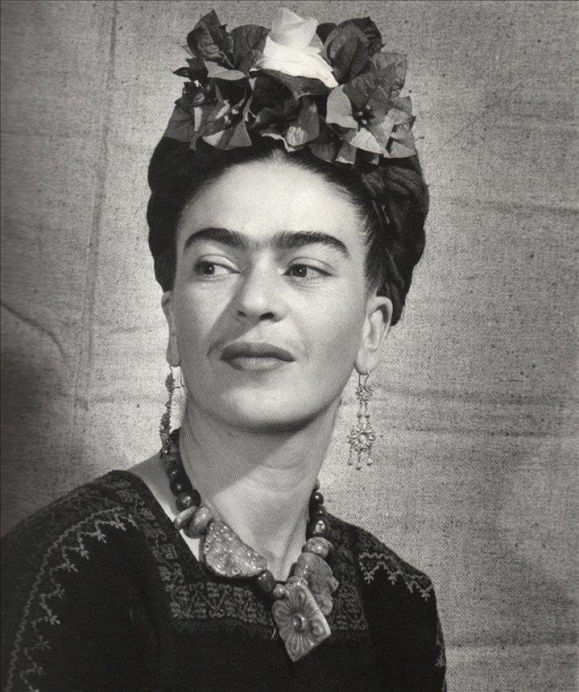 Frida, Frida Kahlo, uniceja, cejas pobladas, hirsutismo, femenino, mujer, vello, pelo, Ferriman Gallhey, depilacion, intimidad, endocrinologo quito, endocrinologa, doctora, glandulas endocrinas